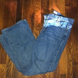 Women's low rise boot cut stretch Gap jeans 14R